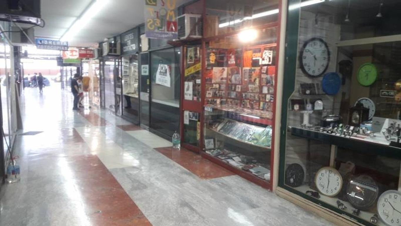 Local pequeño en el Obelisco  En Galería Cine Arte