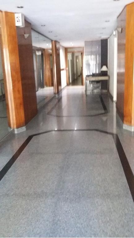 Pringles 700  amplio semipiso de 4 ambientes y dependencias al frente con 9m de balcón corrido