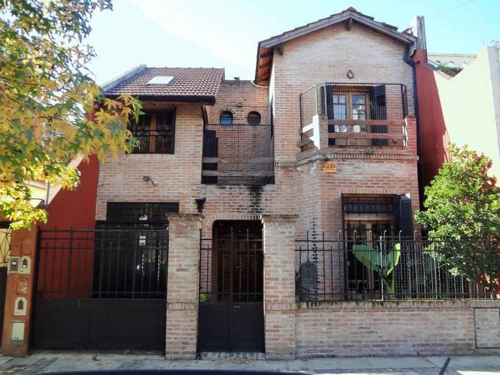 Excelente casa en venta de 4 ambientes con cochera en Villa del Parque