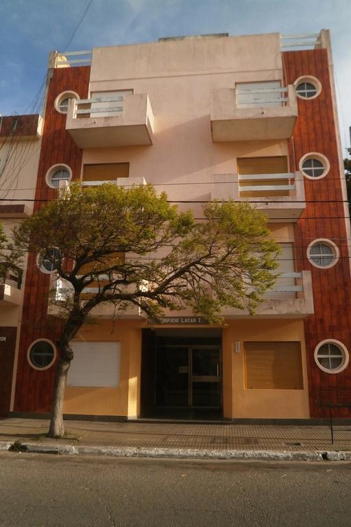 Muy lindo Depto en PB 2 ambientes amplio excelente estado. 1 dormitorio cocina / living comedor