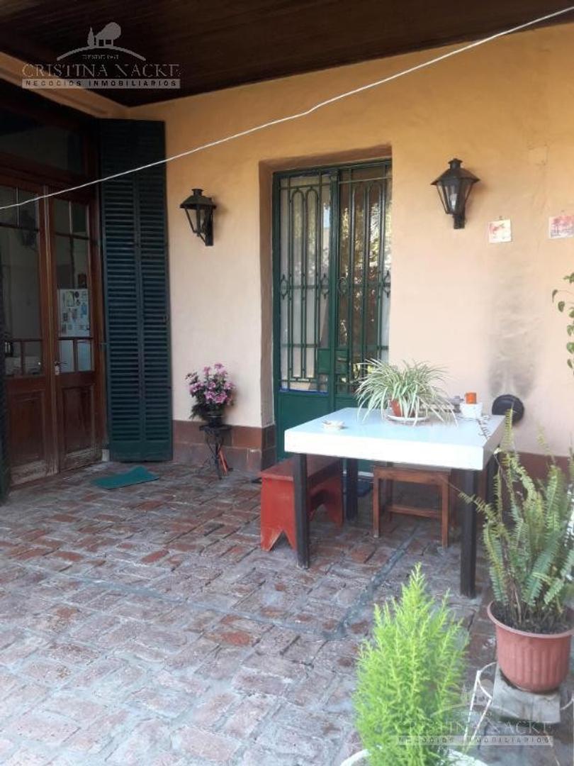 Casa en Las Glorias con 4 habitaciones