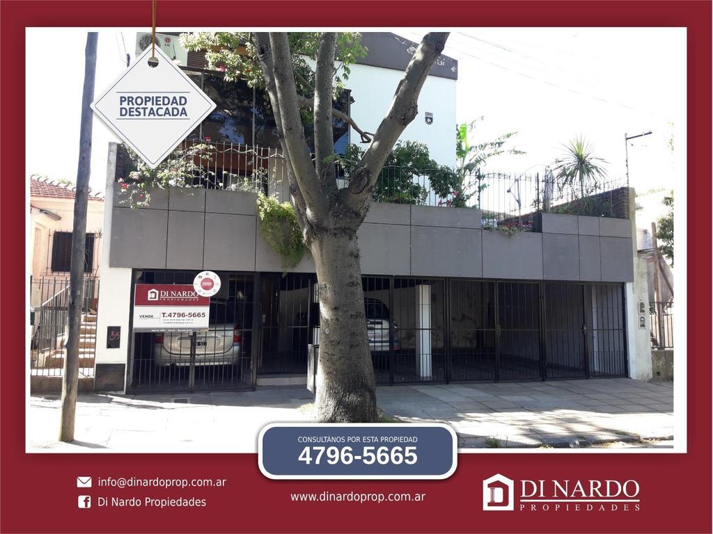 Duplex en condominio 4 ambientes a 2 cuadras de Av Maipu