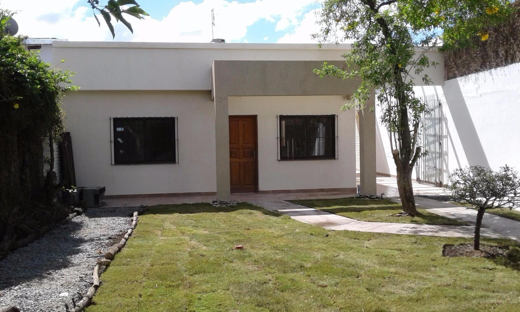 CASA MINIMALISTA EN EXCELENTE ESTADO Y UBICACIÓN