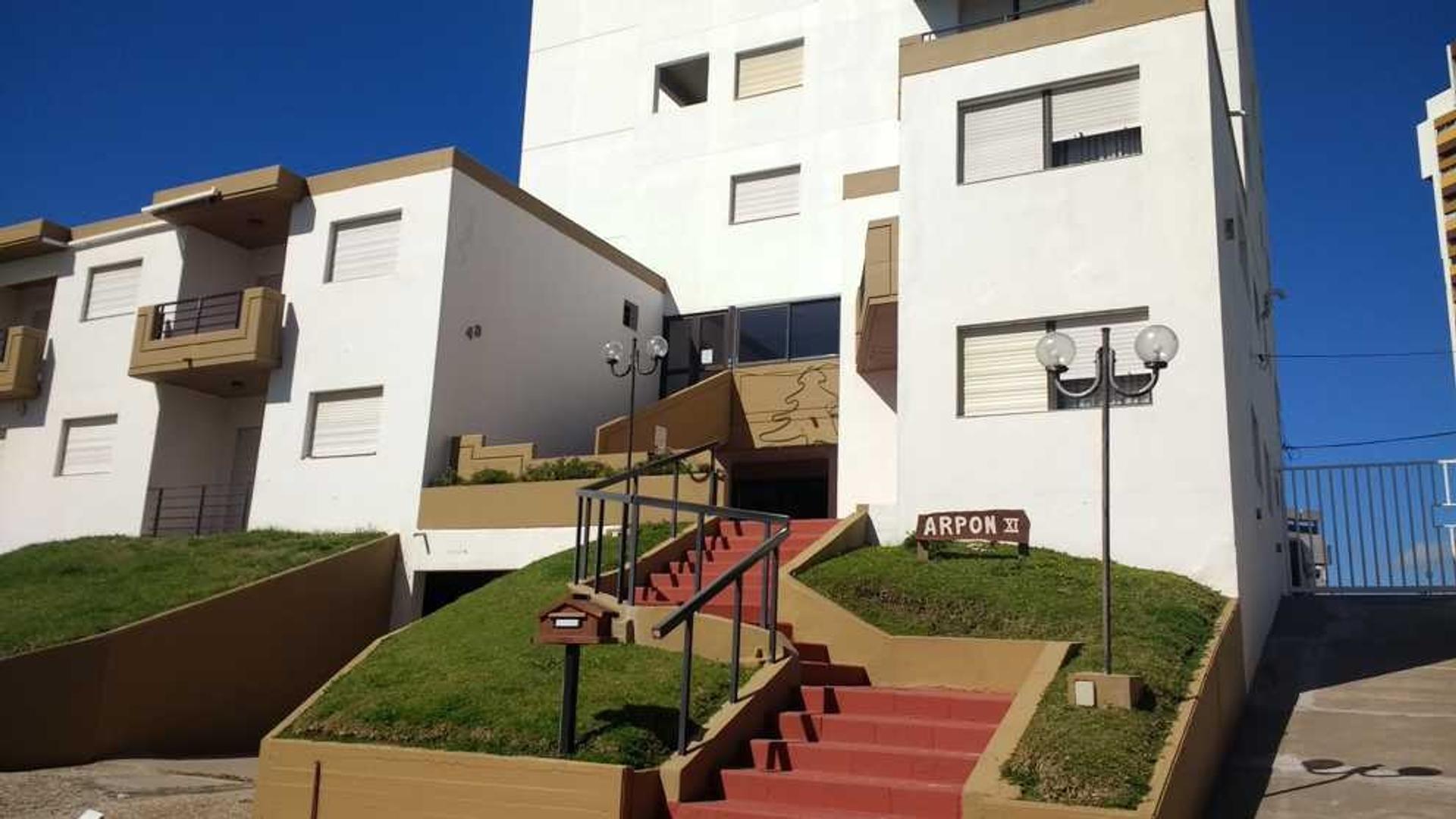 Amplio departamento con excelente terraza y vista al mar