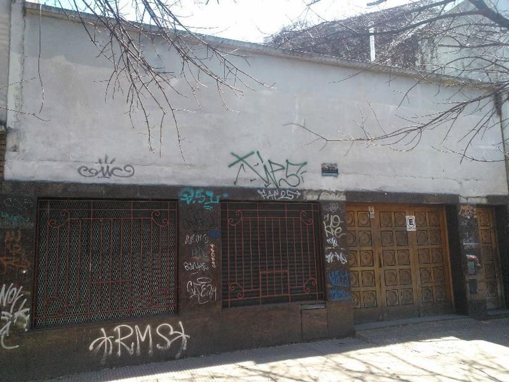 Casa Venta Diagonal 74 entre 6 y 42. Ideal empresa constructora. A reciclar o demoler.