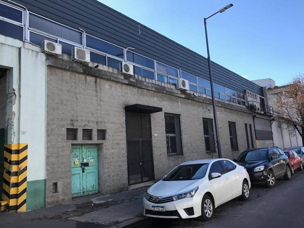 Excelente galpón con oficinas en venta de 4229 m2 cubiertos y 1810 m2 descubiertos