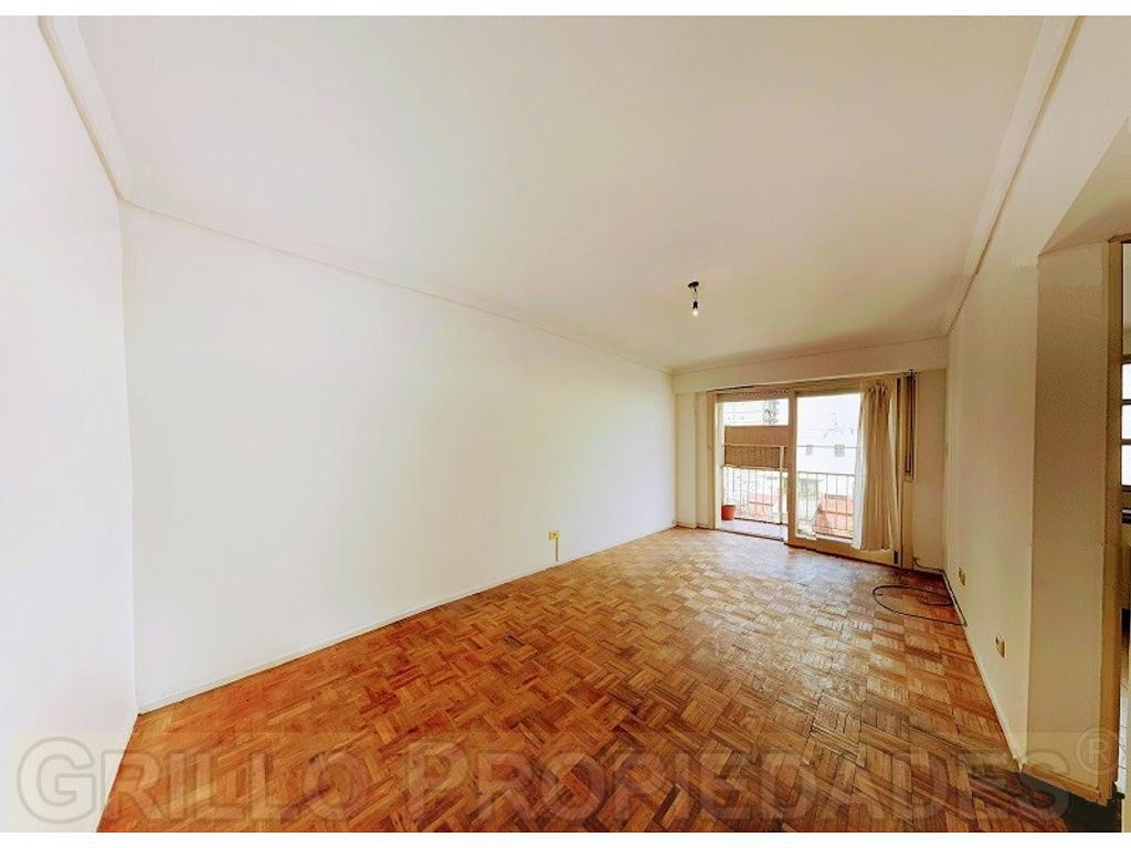 Juramento 2801. Departamento tres ambientes con balcón en piso alto. Excelente vista y luz.