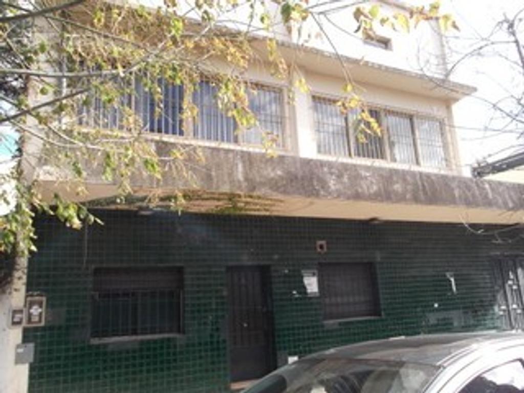 Importante edificio de 716 m2 (ex laboratorio)