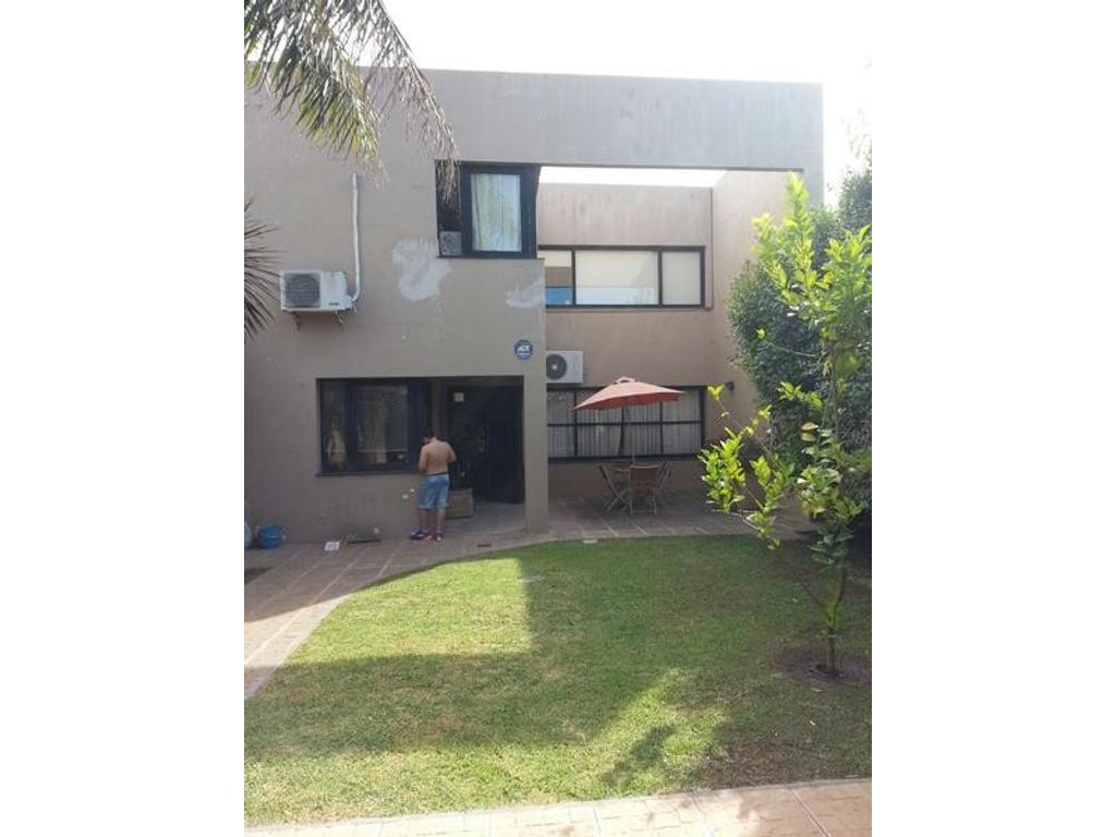 Venta de Casa de 4 ambientes Alejandro Korn Diseño Moderno Minimalista