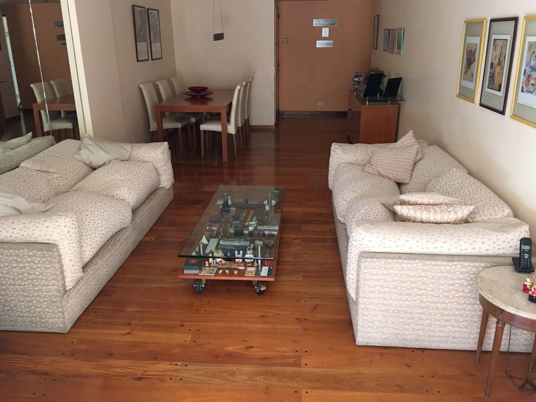 Excelente y cómodo departamento con la prestación de una casa.
