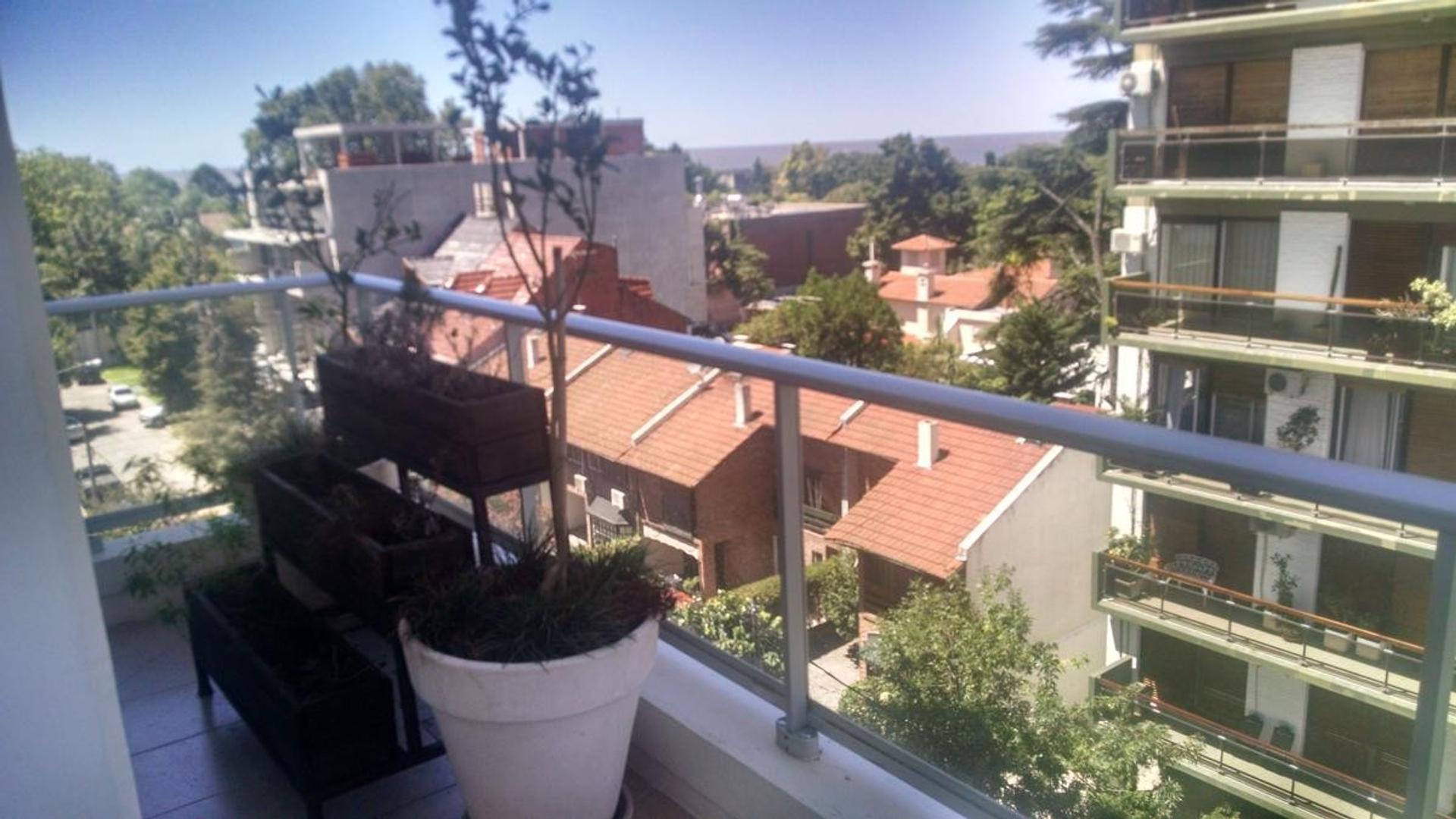 Fantástico 4 ambientes en Duplex. Dos cocheras