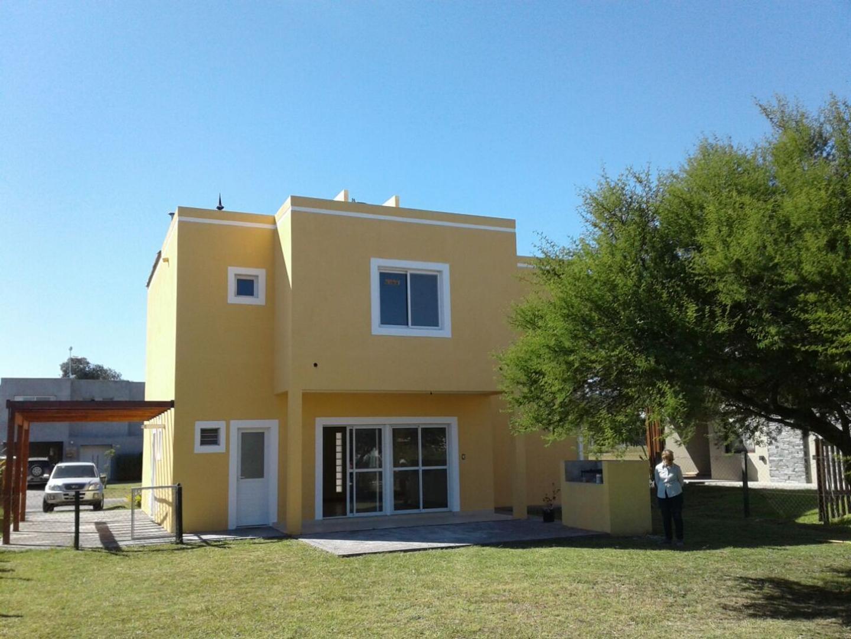 Casa en Venta - 4 ambientes - USD 195.000