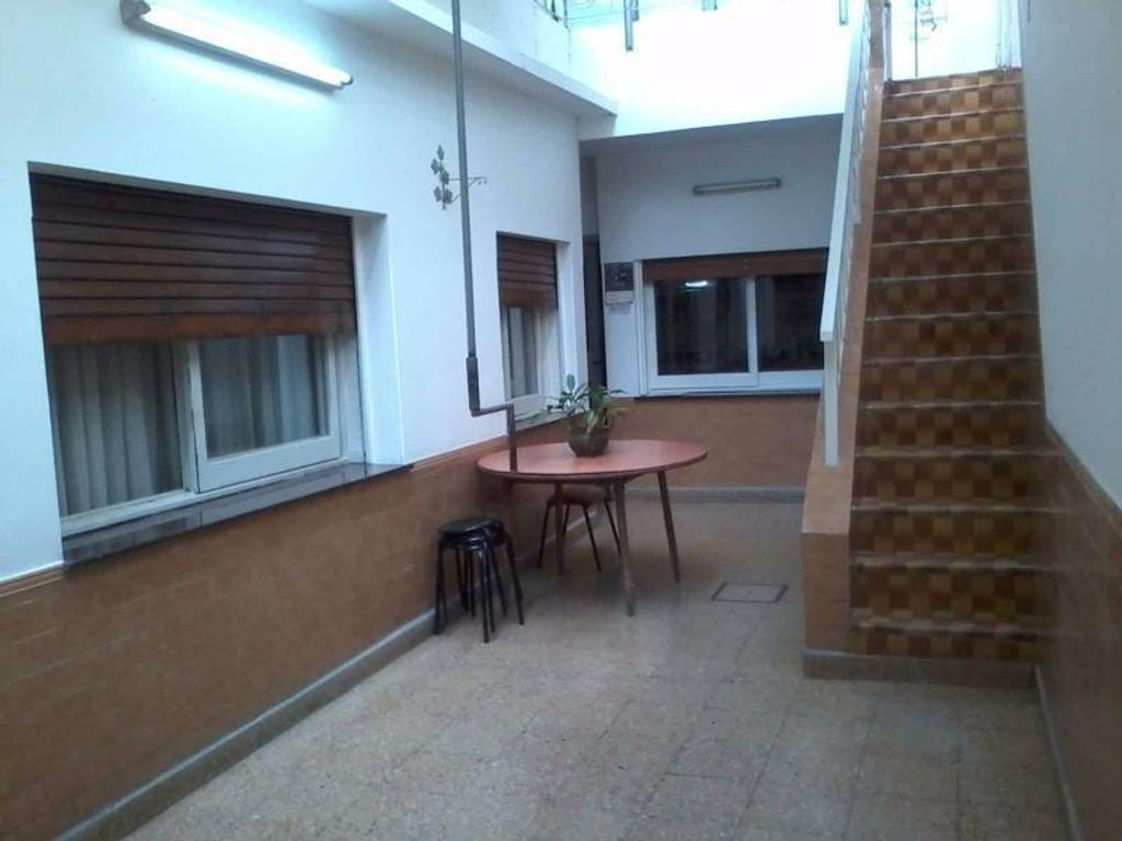 Casa de 5 ambientes, sobre lote propio de 8.66 x 20mts, con Cochera y Local, Patio, Terraza