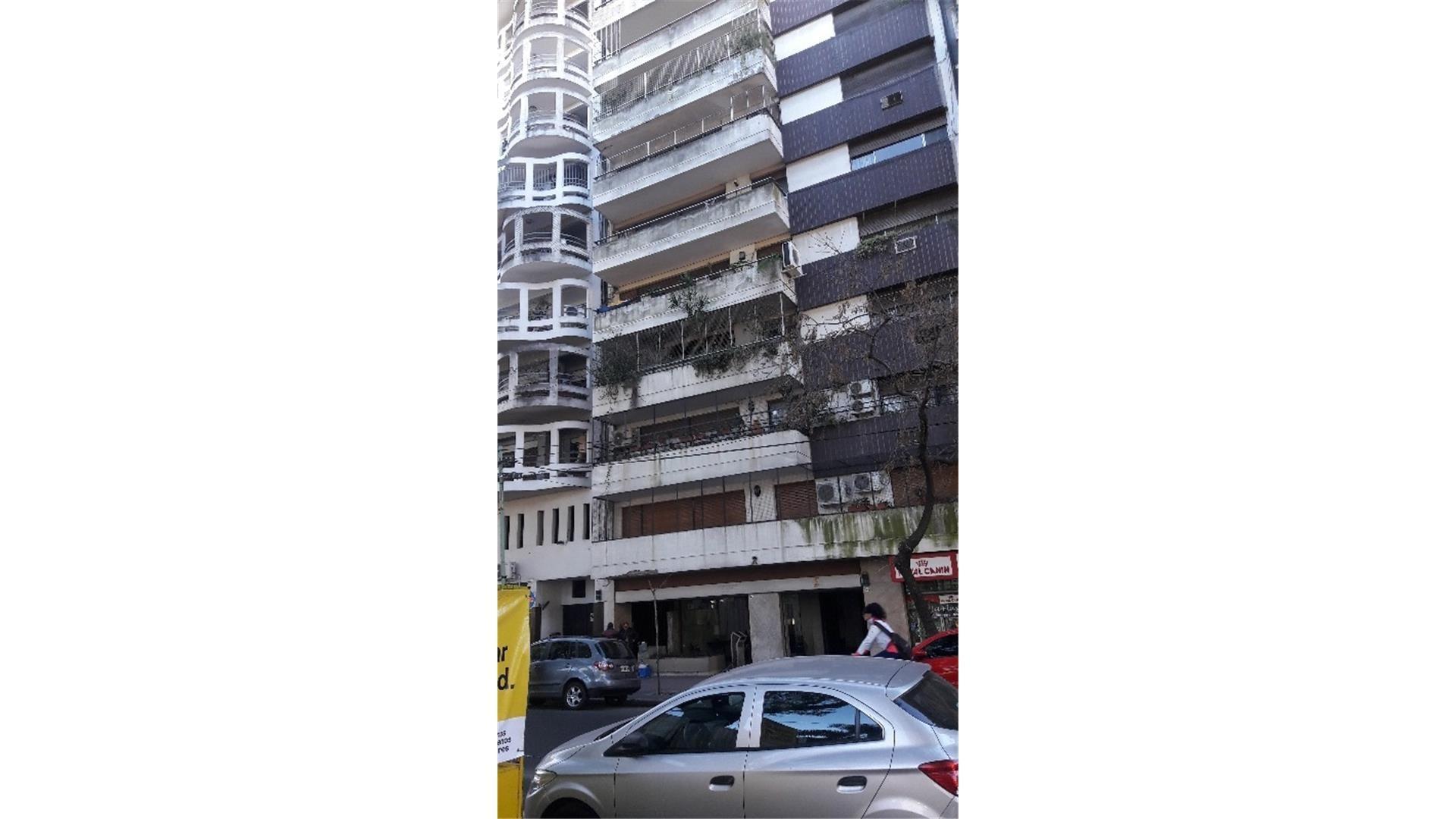 Venta 4 ambientes con dependencia contrafrente con balcon.