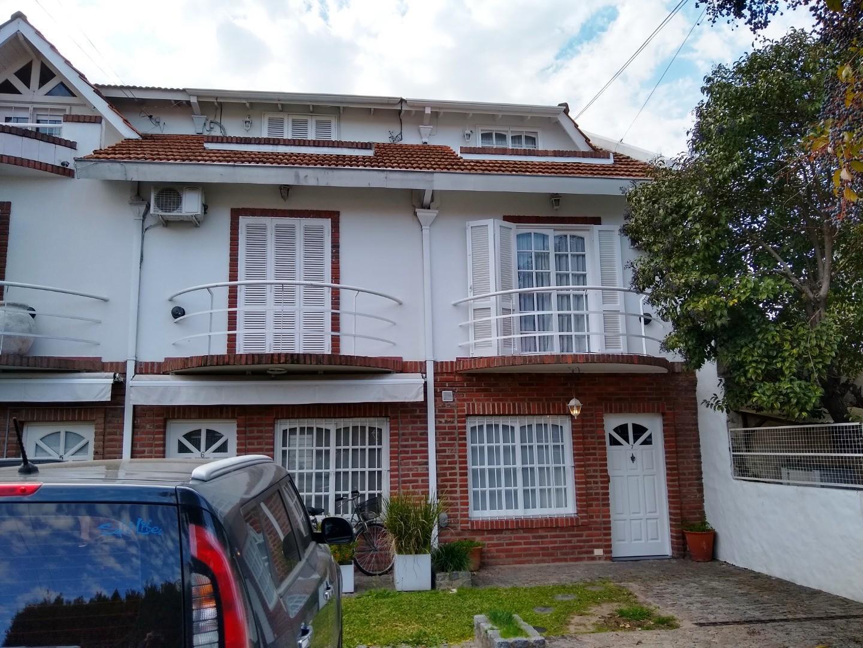 Casa en Alquiler en Olivos Uzal / Panamericana - 4 ambientes