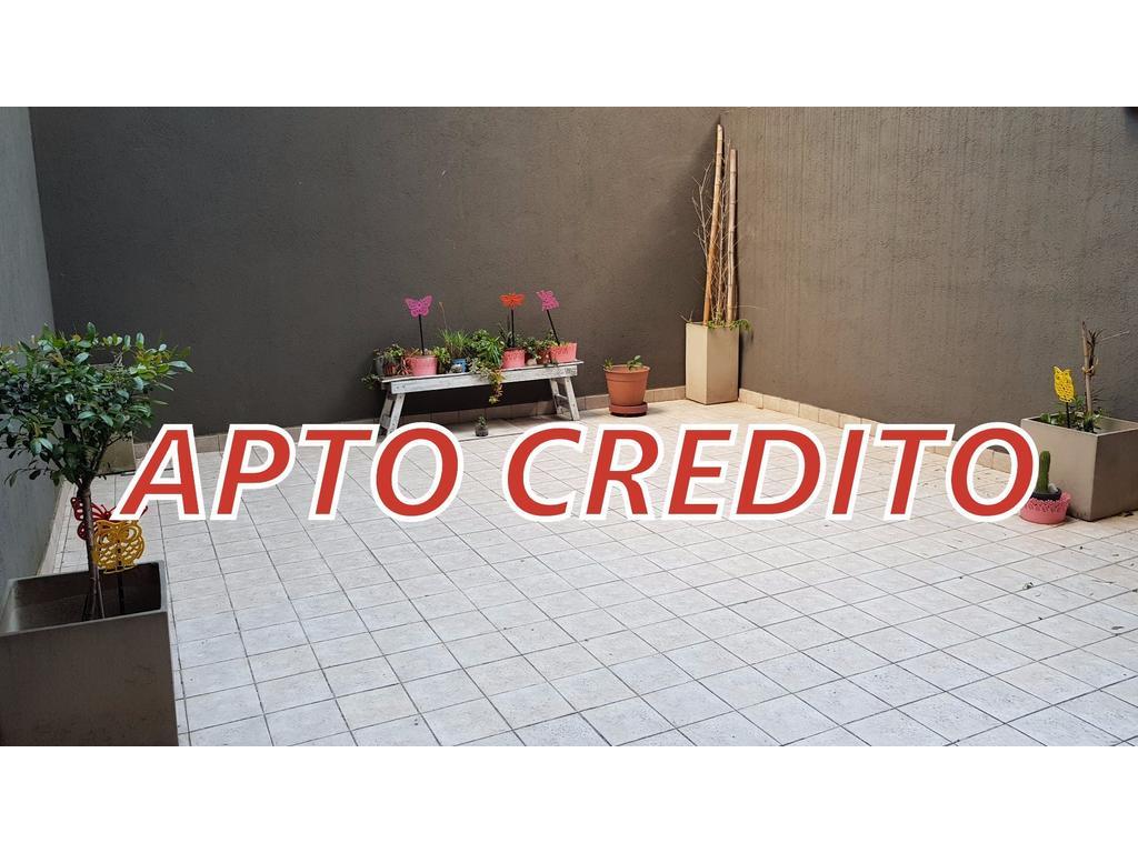 AMPLIO DEPARTAMENTO DE 2 AMBIENTES 80M2 CON 2 PATIOS EN PARQUE CENTENARIO • APTO CREDITO