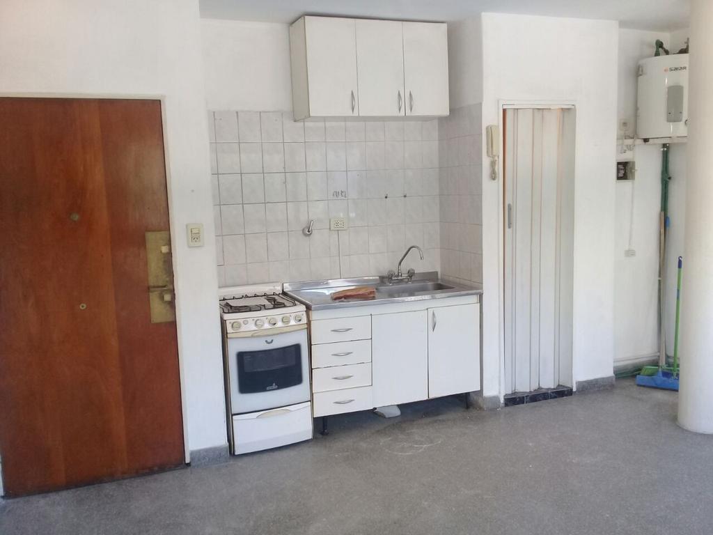Monoambiente 24 Mts Fte Luminoso -  cocina Kitchinette - baño con ducha - APTO PROF. - NO CRÉDITO