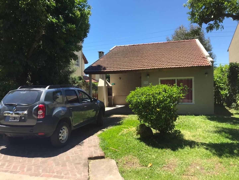 Casa de cuatro ambientes en venta