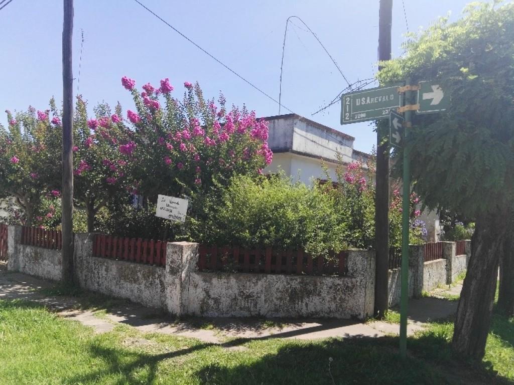 Casa en venta - Arévalo (entre 243 y 245)