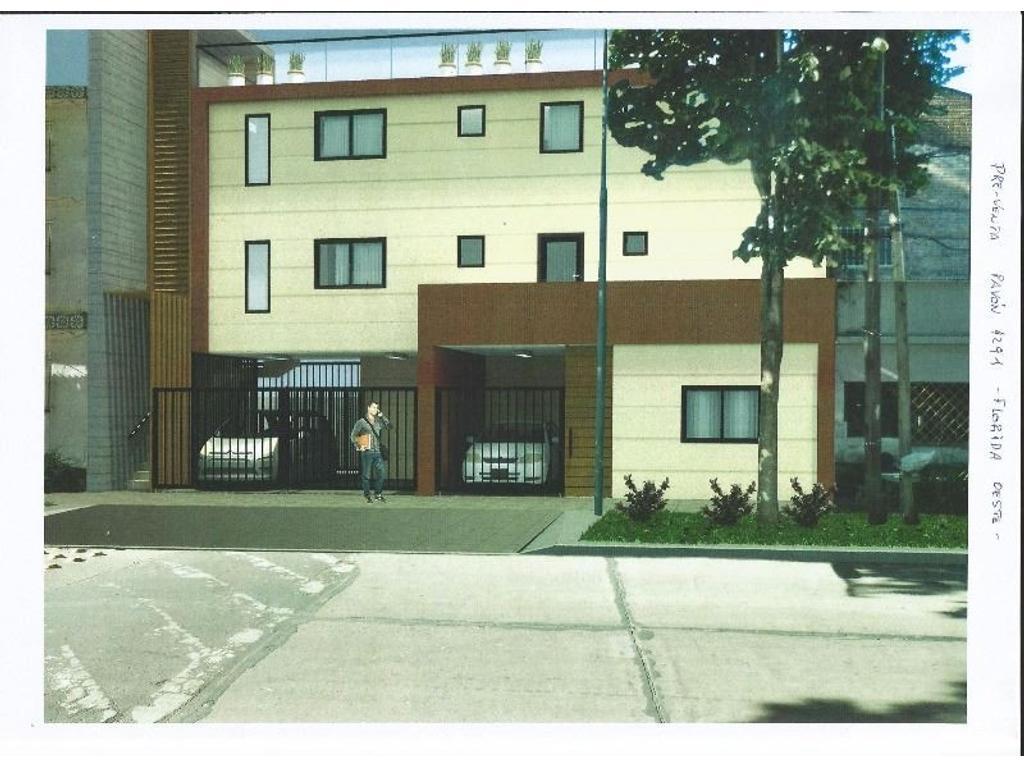 VENTA DE POZO amplio PH de 2 ambientes al frente en planta baja con cochera y jardin