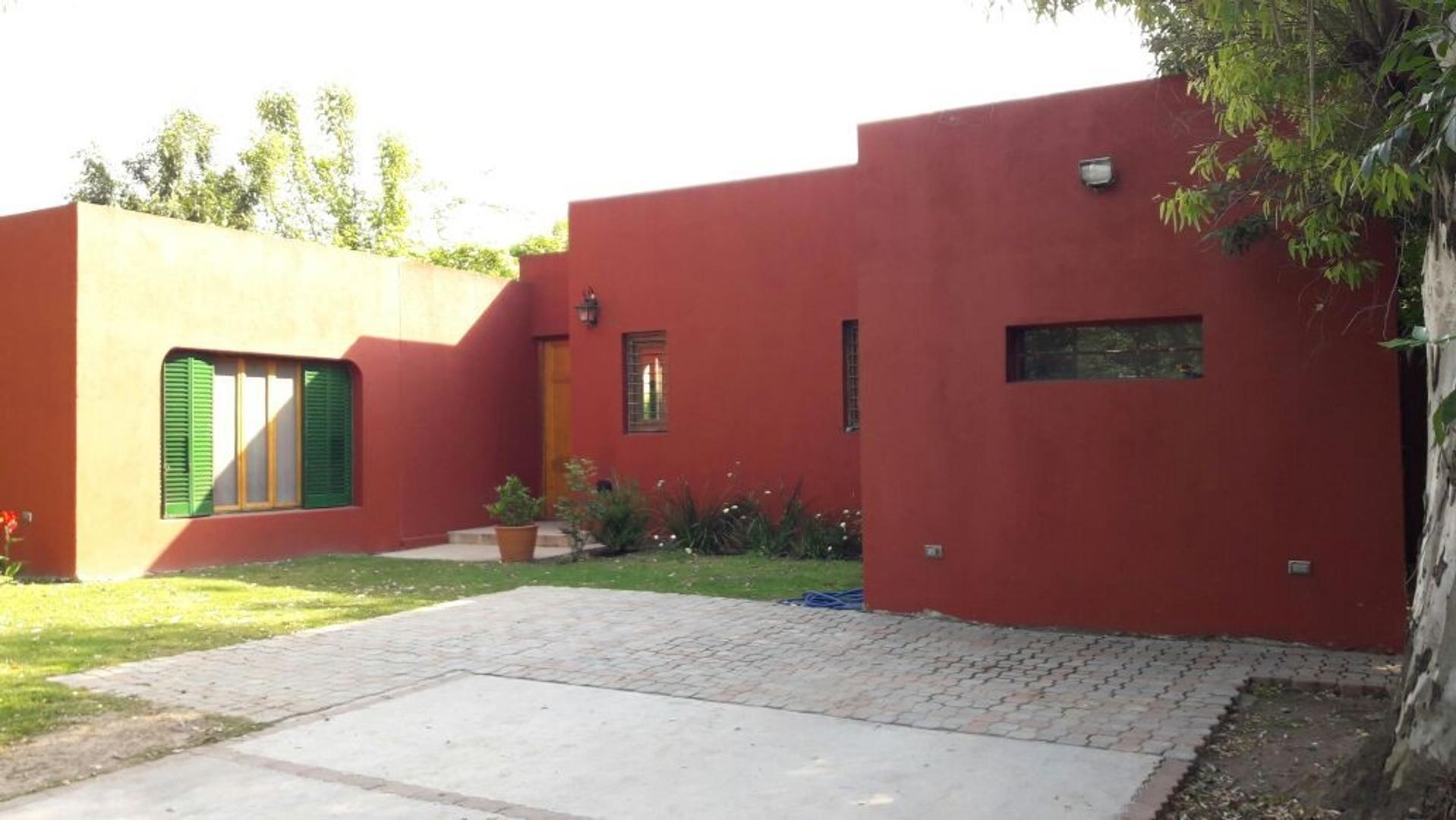 Muy linda casa en VENTA en La Bota