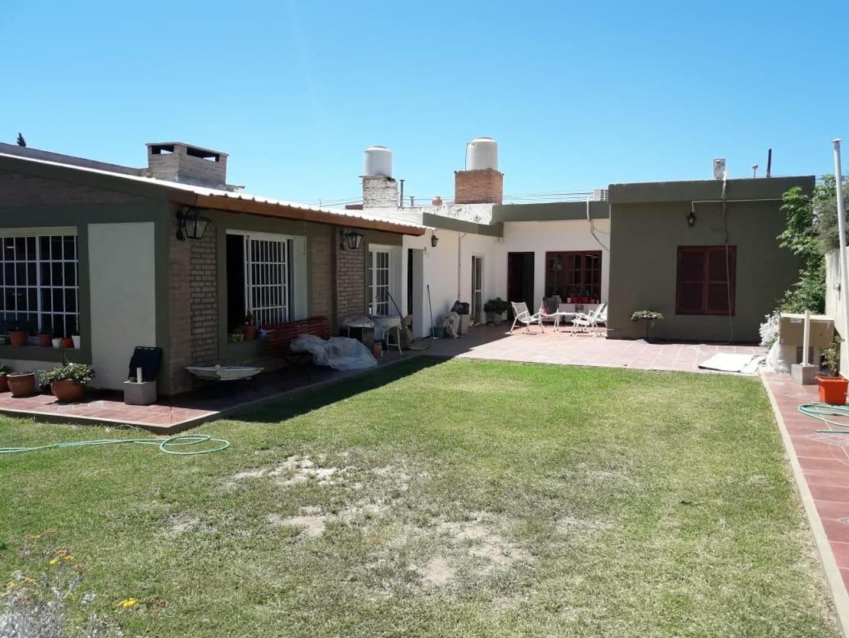 Casa en Venta en Villa Dolores - 10 ambientes