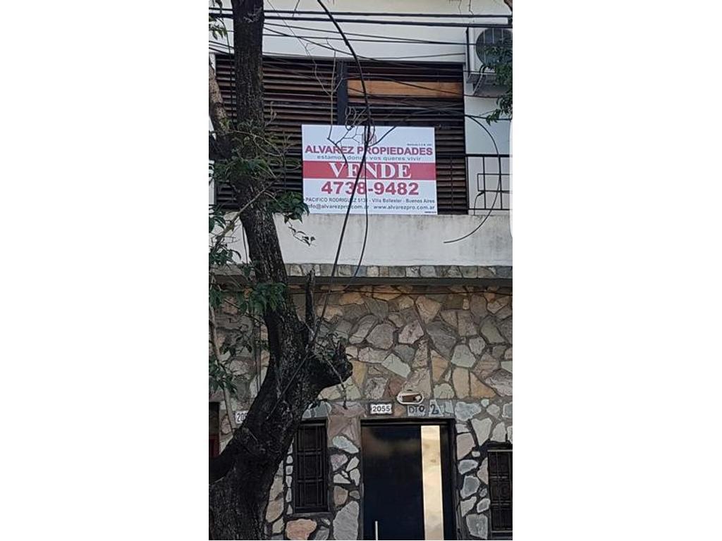 P/h con entrada independiente - 1° piso por escalera - EXCELENTE ESTADO