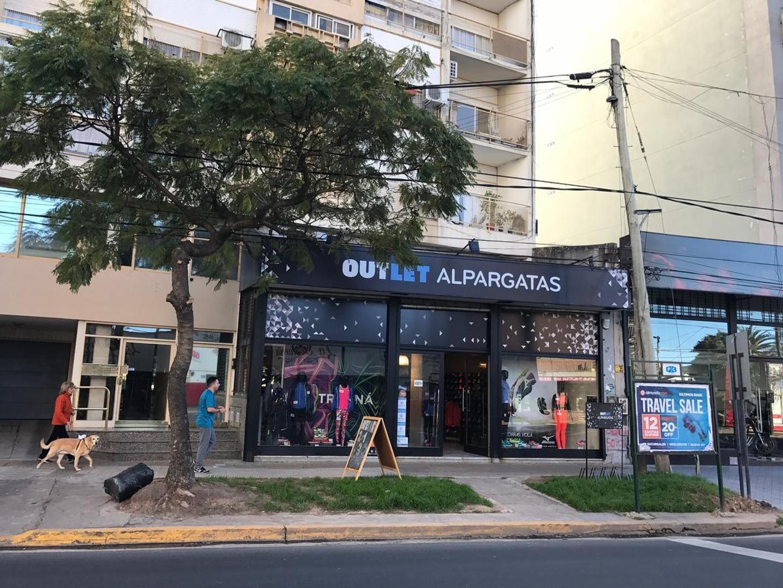 Local sobre Av. Libertador en Olivos