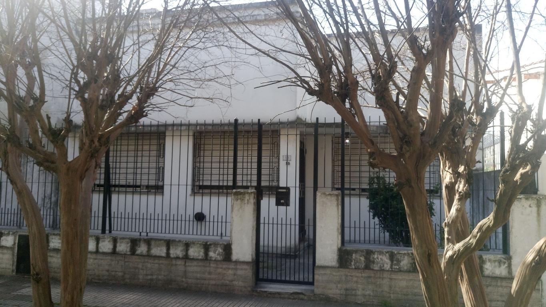 Venta Casa de 3 Ambientes en Don Bosco Apta Crédito