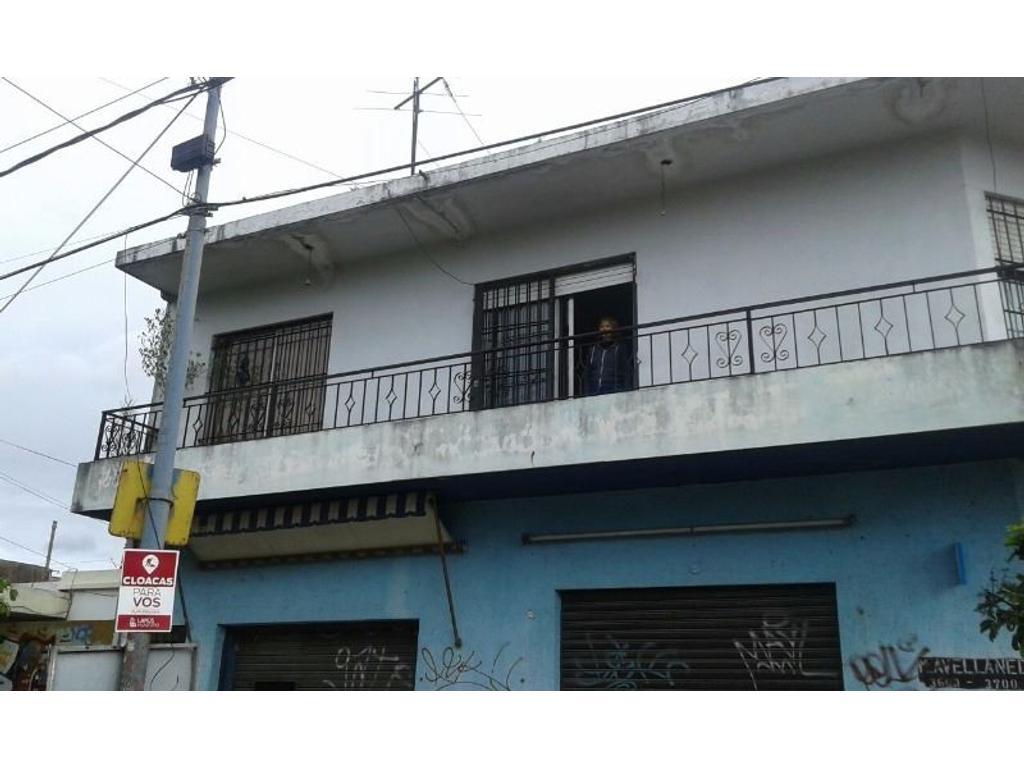 3 Locales con vivienda 3 ambientes. Marco Avellaneda Esquina Enrique Fernandez  Lanús