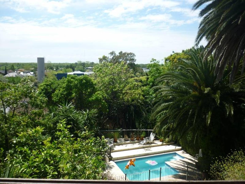 Casa en Venta en Punta Chica sobre la barranca. Única con vista al río!!!