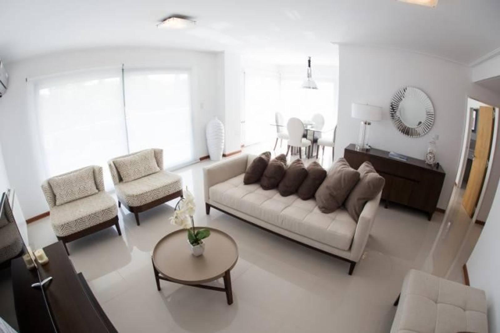 3 dormitorios con Patio sobre Av. Pellegrini