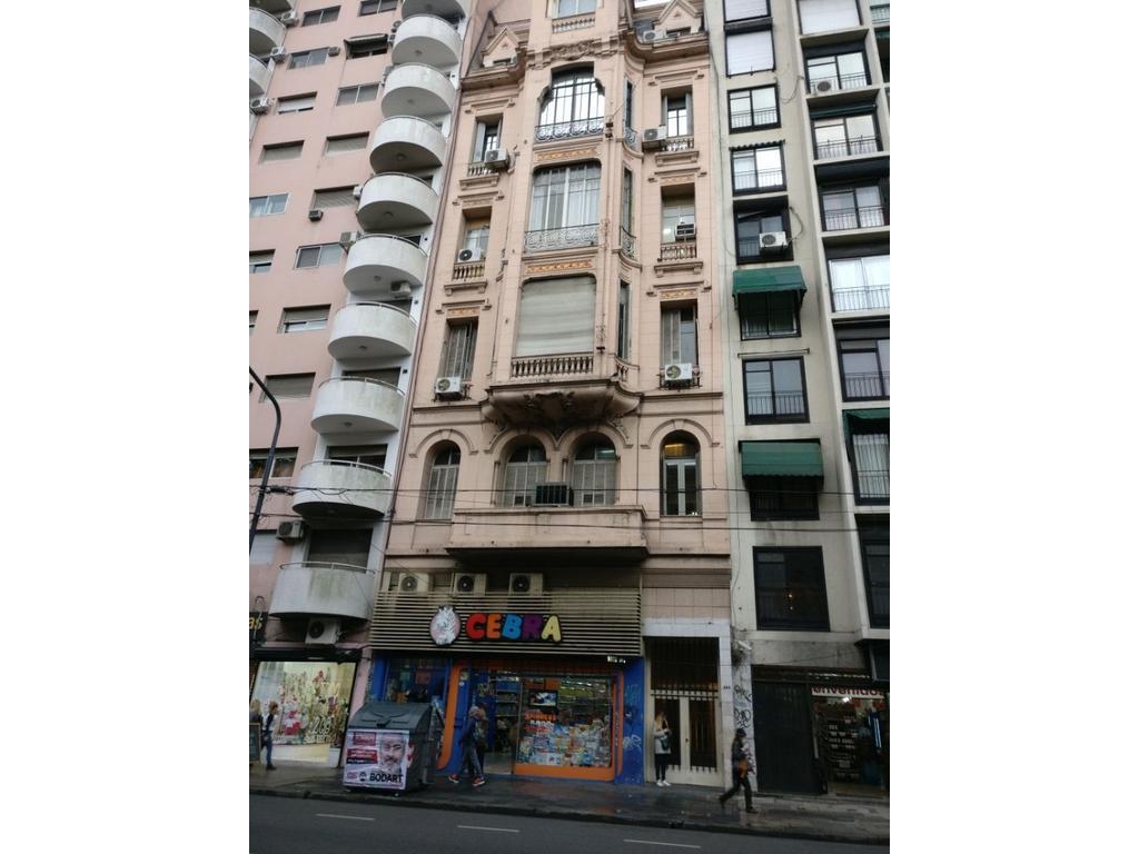 Piso de Oficinas. 138 mts. 5 oficinas + recepción + 2 baños.A mts de Subte B. Callao 500