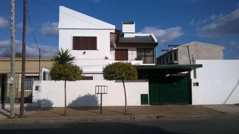 Excelente casa de 2 palntas en excelente ubicacion. Posibilidad de financiacion