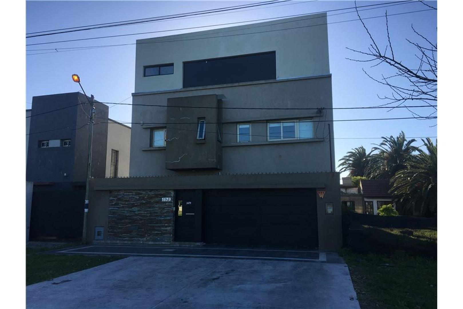 Casa en Alquiler en Manuel B Gonnet - 5 ambientes