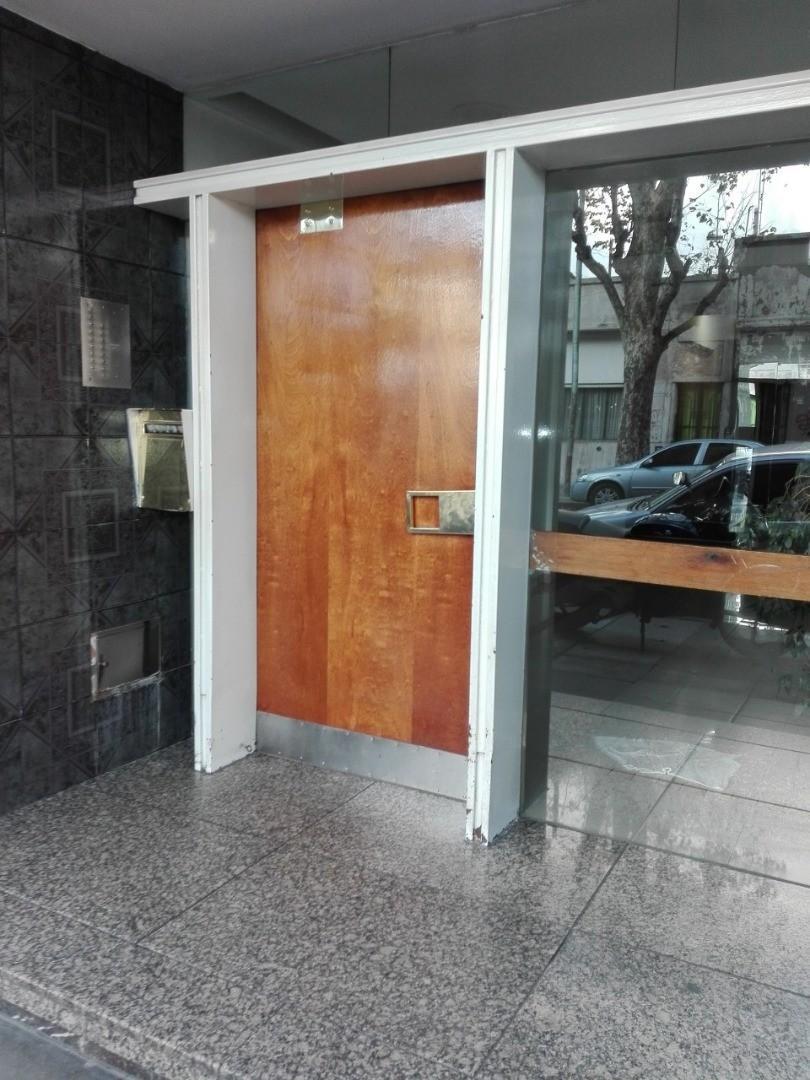 Paternal venta 3 ambientes semipiso frente Balcon terraza de 19m2 2 entradas