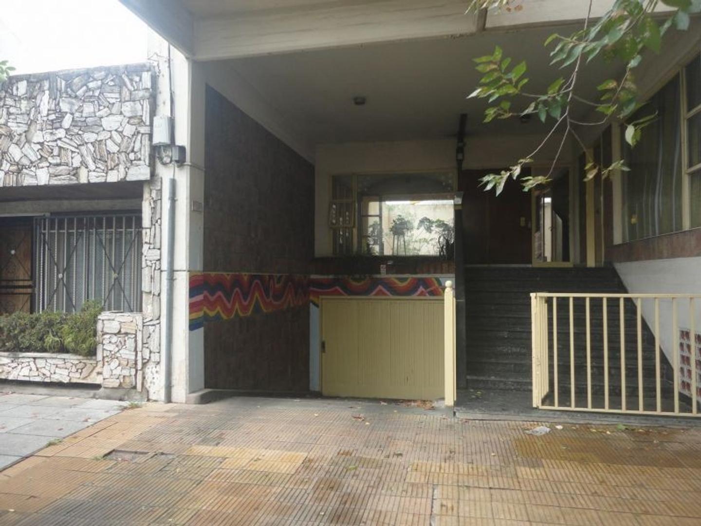 Cochera cubierta en Caseros zona centro