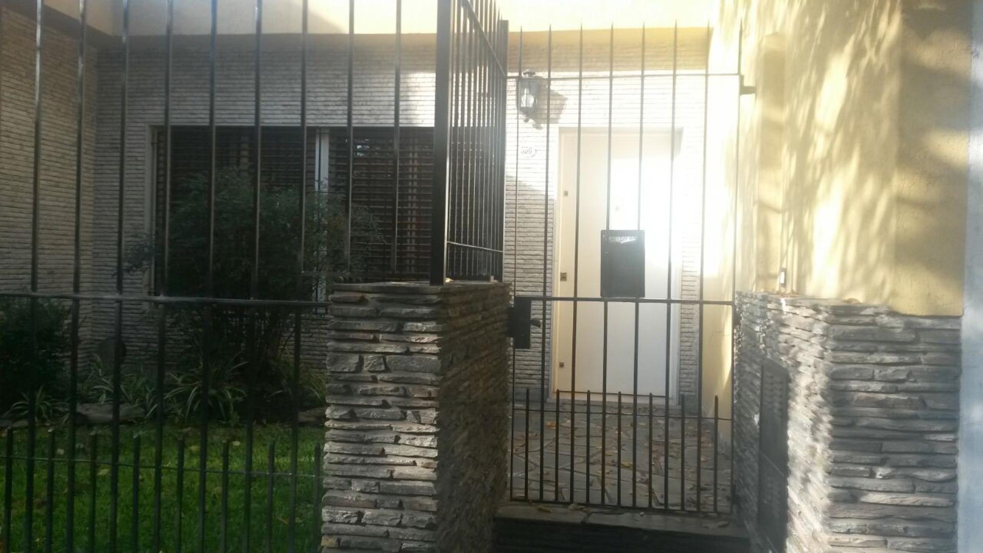 Pergamino 556, casa en venta de 3 amb.