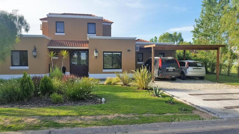 Casa en lote central en Barrio Santa Clara-Villanueva