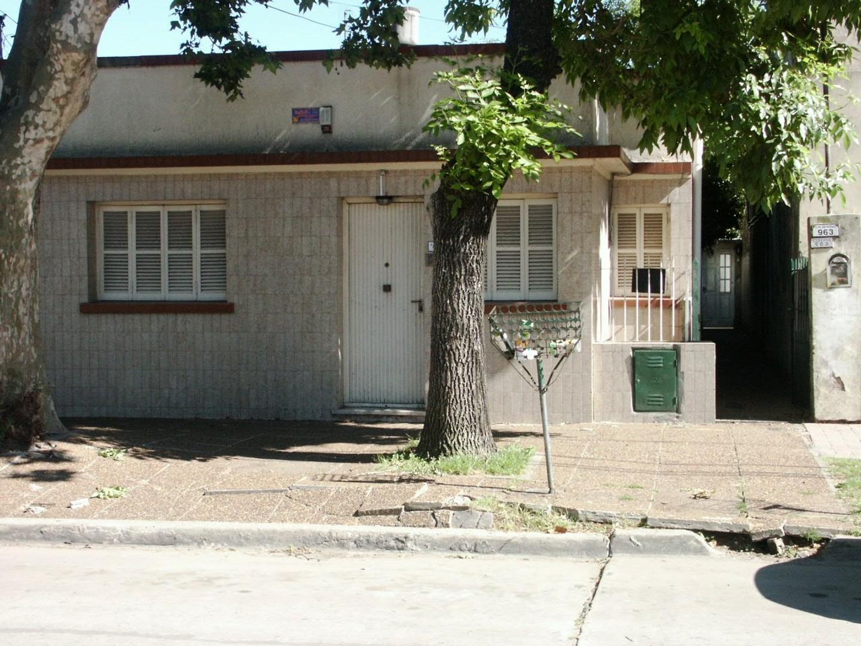 Casa con departamento al fondo en Merlo Sur Centro