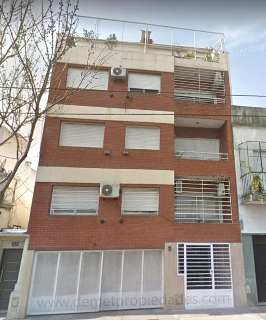 Departamento semipiso de 4 ambientes, con cochera cubierta en Saavedra.