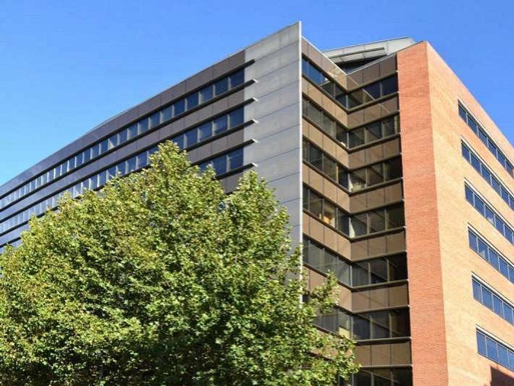 Oficina de 550 m2.  Edificio Brisas.Edificio en torre. Vista verde. En planta dividida.2 sala d...