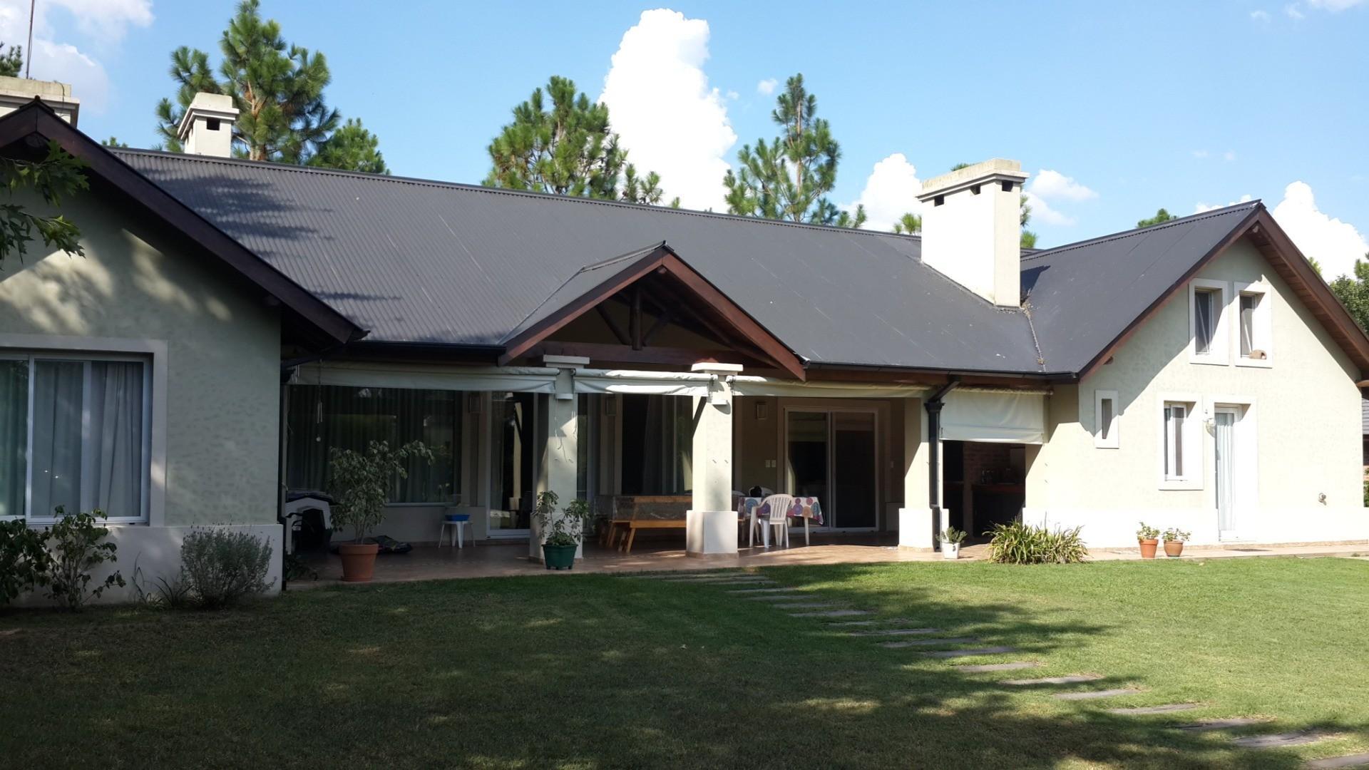 Casa 5 Amb En P. Baja con PILETA, En Lomas De Fatima. Hermosa