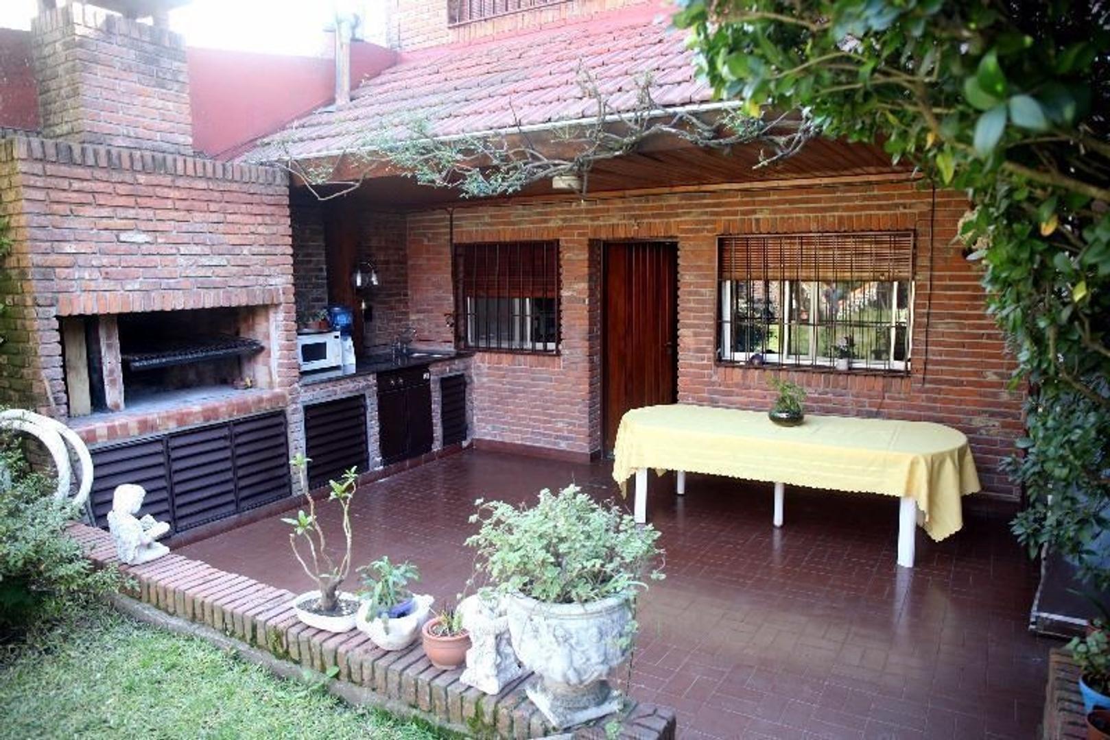 Casa en Venta - 5 ambientes - USD 609.000