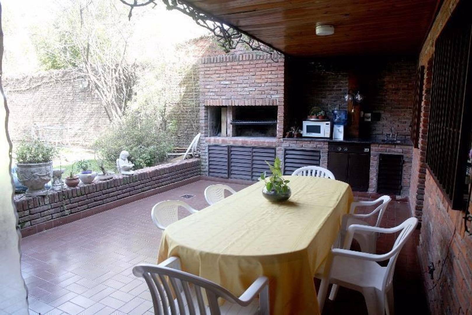 Excelente Casa +5 amb con Doble Cochera- Patio y Pileta - Foto 15