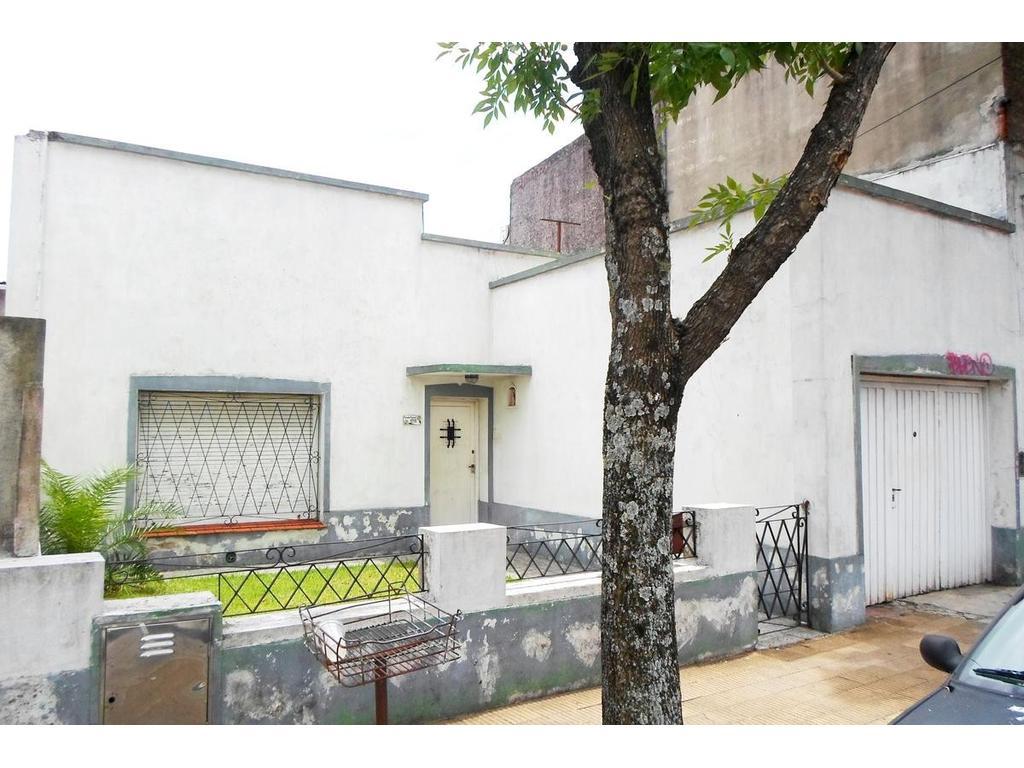Casa 4 ambientes con patio y parrilla. Ideal inversor