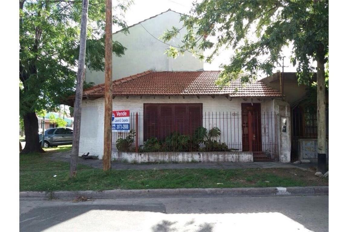 2 propiedades juntas: casa con departamento