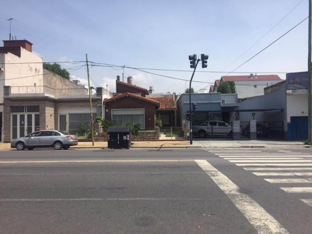 CHALET CUATRO AMBIENTES JARDIN FONDO LIBRE TERRENO APTO PARA CONSTRUCCION