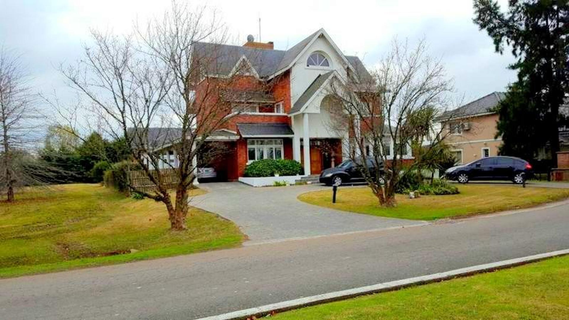 Casa en Venta en El Lauquen Club De Campo - 8 ambientes