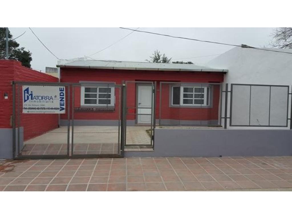 Casa a estrenar - Zona Club Urquiza - 2 dormitorios - entrada para auto